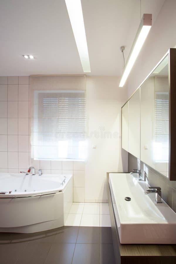 3d współczesna łazienki ilustracja odpłaca się obraz royalty free