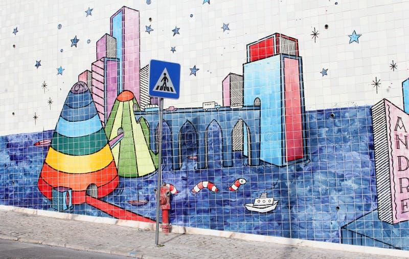 Da arte surreal da rua do sinal da zebra telhas portuguesas, Lisboa imagens de stock royalty free