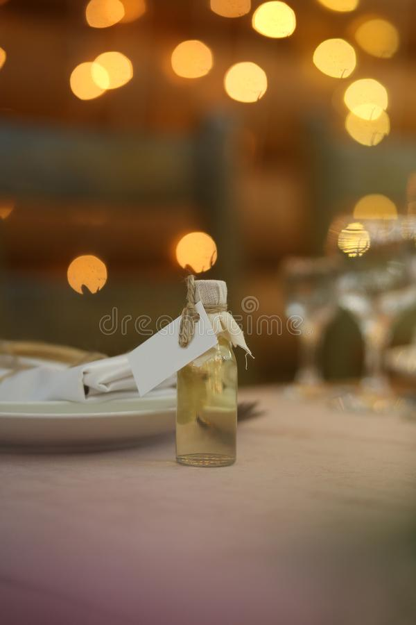 da decoração branca do feriado do ajuste da tabela restaurante elegante fotografia de stock