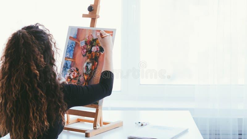 Da faculdade criadora da inspiração da senhora pintura da vida ainda imagens de stock royalty free