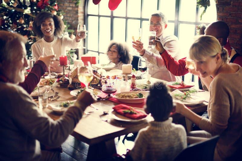 Da família conceito da celebração do Natal junto imagem de stock royalty free