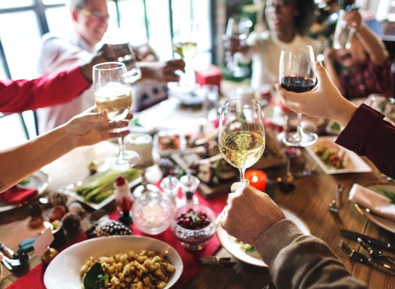 Da família conceito da celebração do Natal junto imagens de stock royalty free