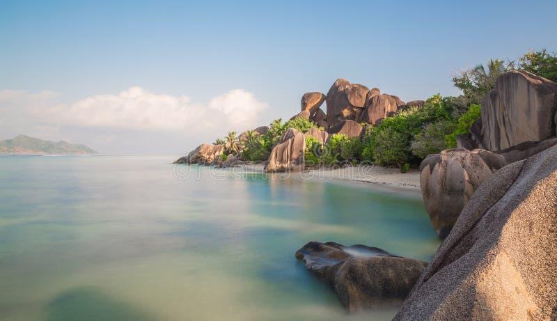 ` Da fonte d de Anse argento no La Digue Seychelles imagens de stock