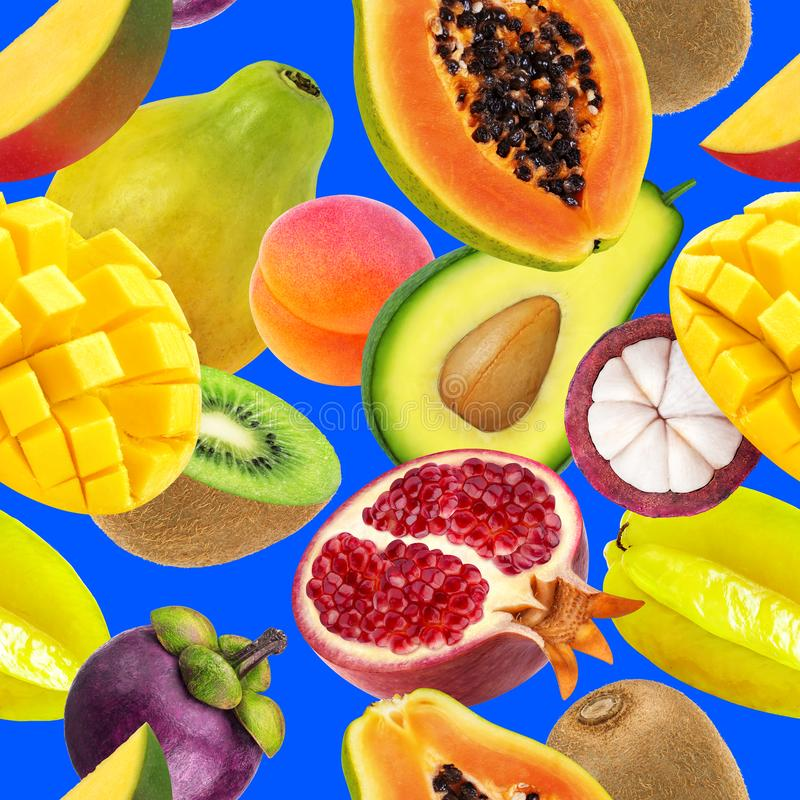 Da fruto el modelo inconsútil Frutas exóticas que caen aisladas en fondo azul fotos de archivo libres de regalías