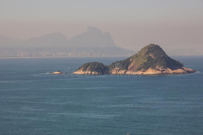 Da fuga selvagem das praias em Rio de janeiro imagens de stock