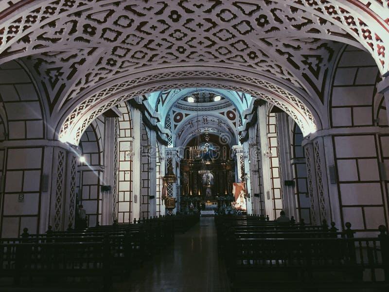 Da igreja escura da parede da beleza do lugar da fotografia de Catedral Lima arquitetura maravilhosa foto de stock