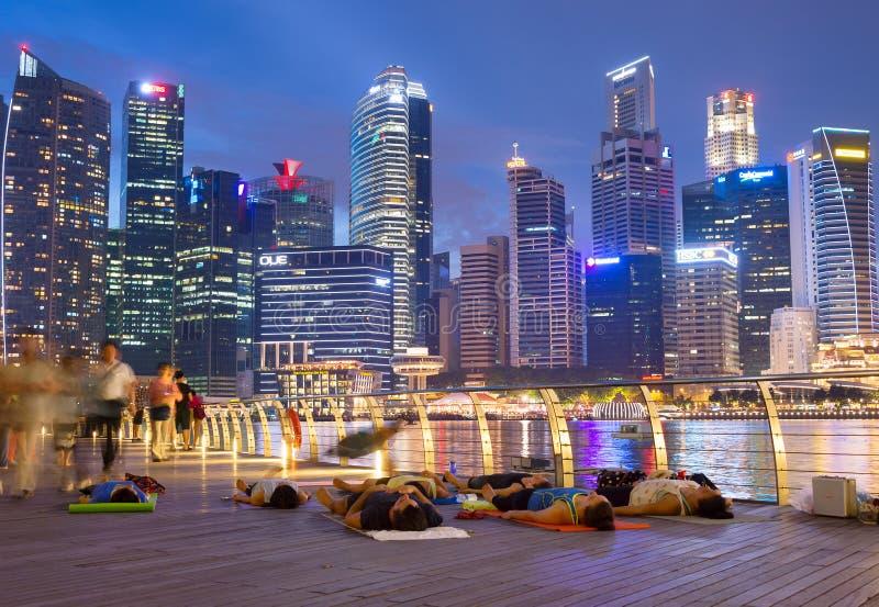 Da ioga baixa dentro de Singapura imagens de stock royalty free