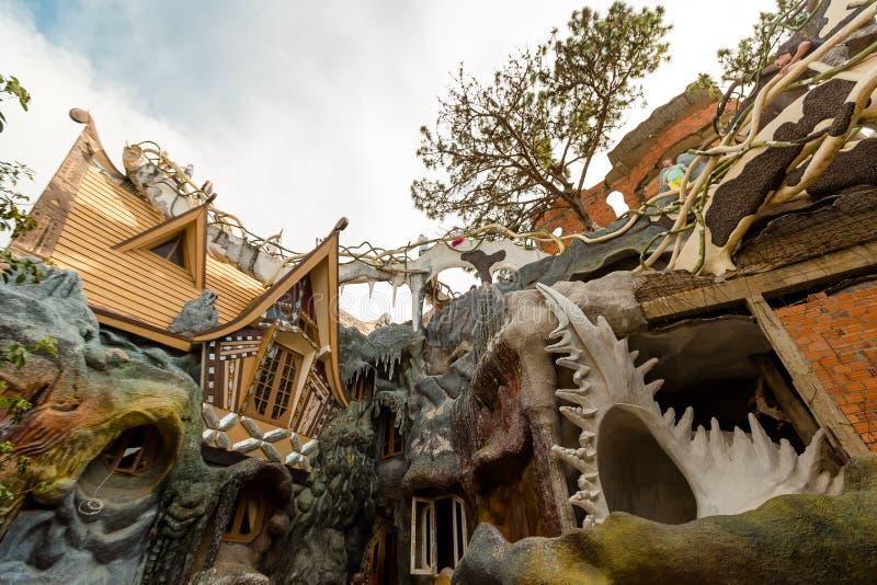 DA-LAT, VIETNAM - SEPTEMBER 28, 2017: Hang Nga gästhem, populärt som är bekant som det galna huset Det planläggs och arkivbild