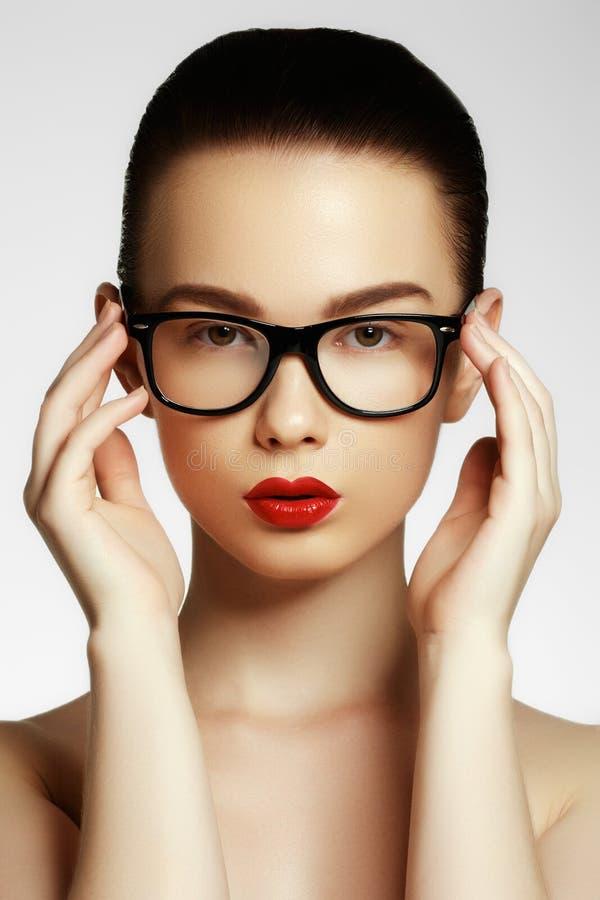 Da menina 'sexy' do modelo de forma da beleza vidros vestindo imagem de stock