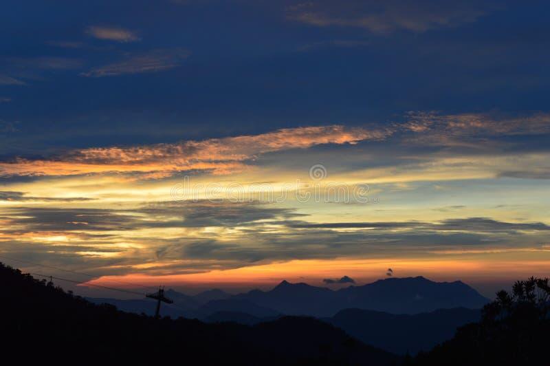 Da Nang, холмы BaNa, Вьетнам, Вьетнам, восход солнца, крышка BaNa, цвет стоковое изображение
