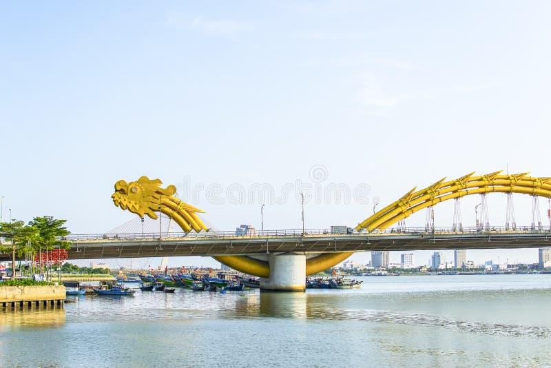 DA NANG, VIETNAM, 1 Mei, 2018: Draakbrug op een mooie bewolkte dag royalty-vrije stock afbeeldingen