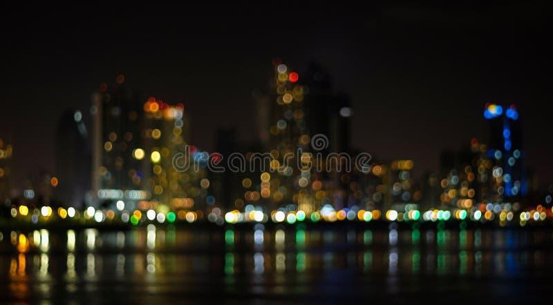 Da paesaggio urbano di notte dell'estratto del fuoco fotografia stock libera da diritti