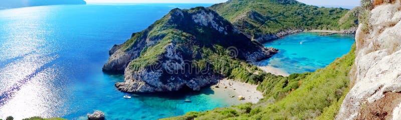 Da paisagem azul da costa da lagoa do timoni de Porto mar ionian em Corfu isl foto de stock royalty free
