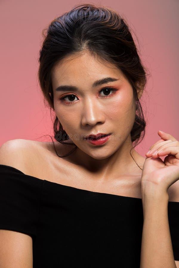 Da pele fina asiática da mulher da forma do retrato cabelo preto fotos de stock