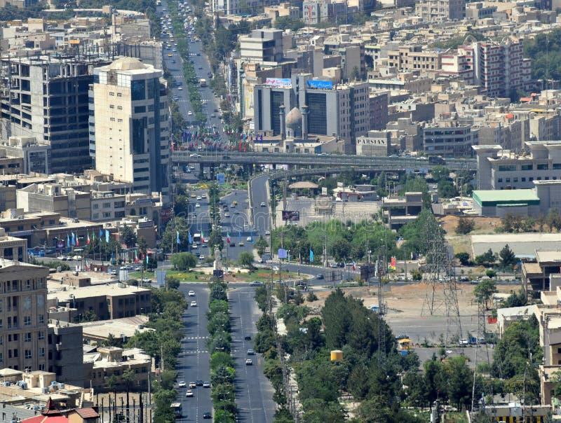 Da skyline urbana iraniana da cidade de Karaj opinião aérea imagens de stock