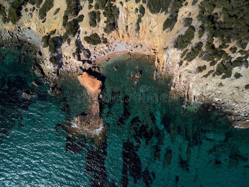 Da sopra la spiaggia rocciosa di Palma de Mallorca immagine stock