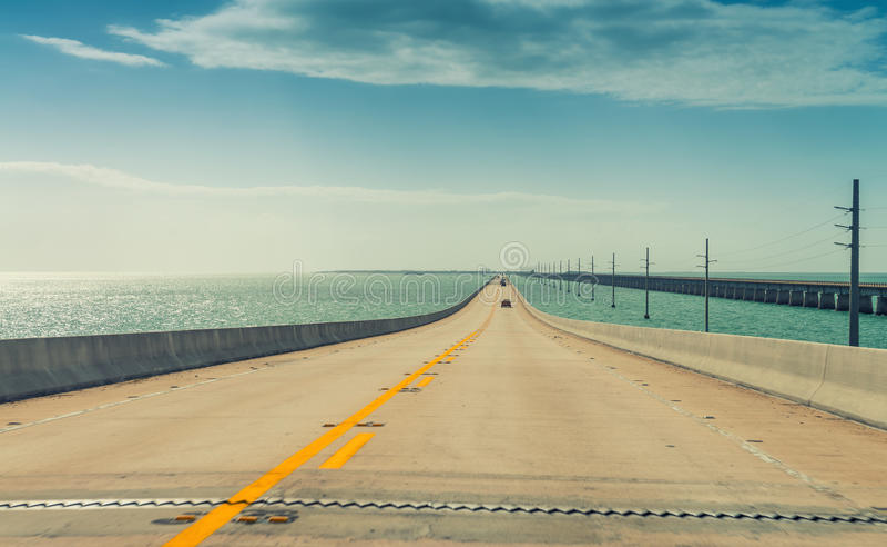 Da uno stato all'altro alle chiavi, Florida Strada attraverso l'oceano fotografia stock libera da diritti