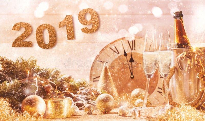 2019 da véspera anos novos dourados do fundo do partido imagem de stock royalty free