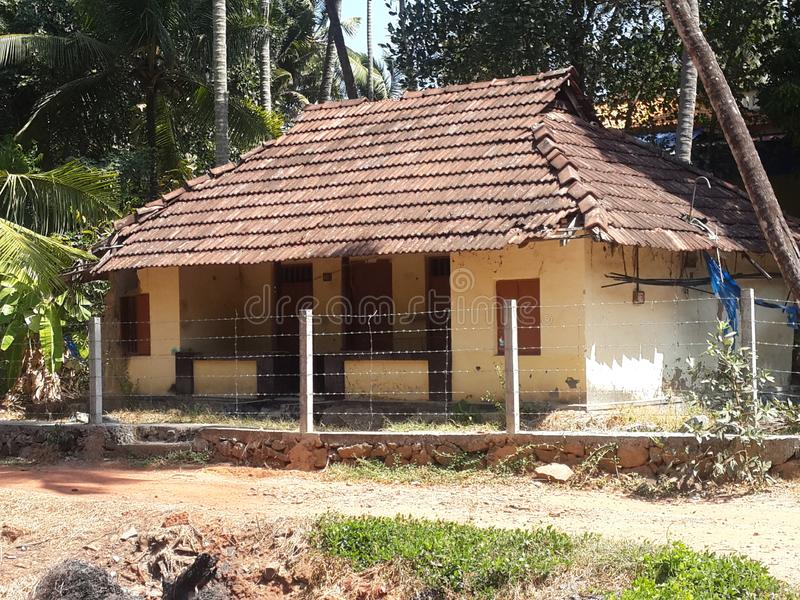 Dachówkowy dom ty możesz widzieć w wioskach zdjęcie royalty free