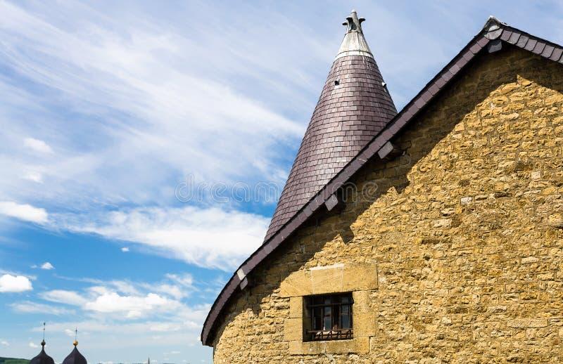 Dach des Gebäudes innerhalb Chateau de Sedan stockbilder