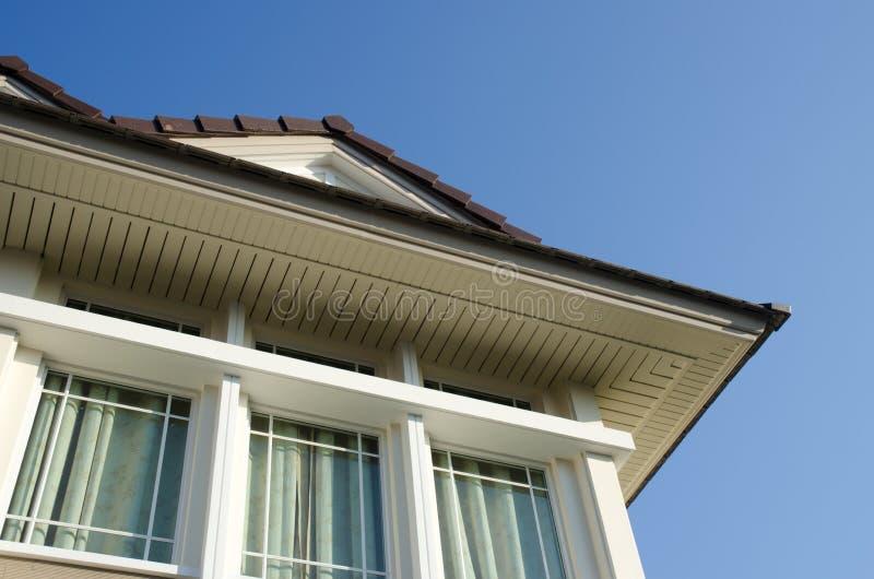 Dach des modernen Hauses lizenzfreie stockbilder