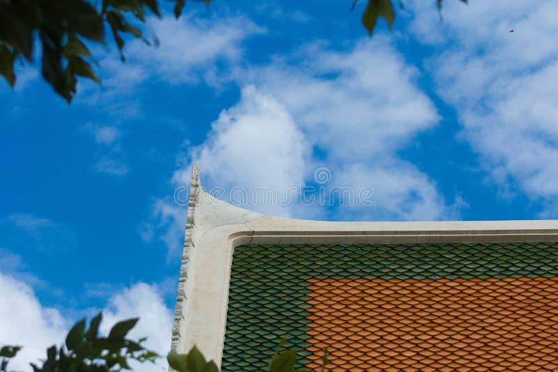Dach mit Himmel stockfotos