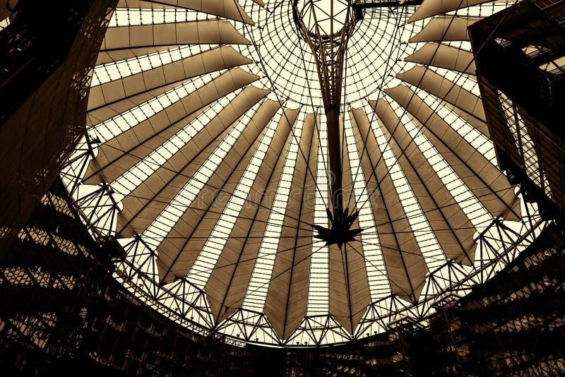 Dach Sony centrum lokalizuje blisko Berlińskiej Potsdamer Platz staci kolejowej zdjęcie stock
