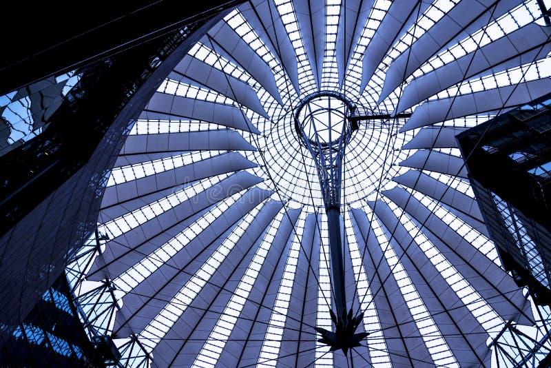 Dach Sony centrum lokalizuje blisko Berlińskiej Potsdamer Platz staci kolejowej fotografia stock