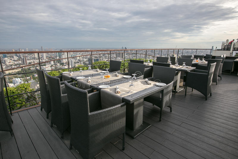 Dach-Spitzenrestaurant stockbild