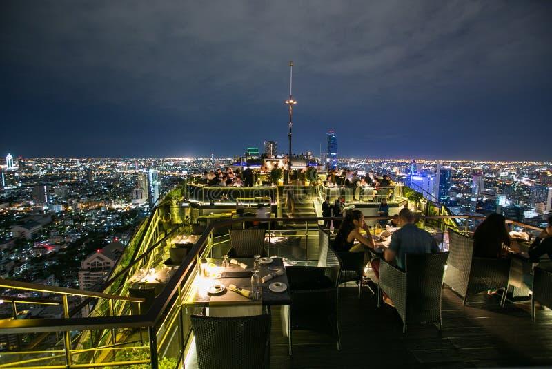 Dach-Spitzenrestaurant lizenzfreie stockfotos