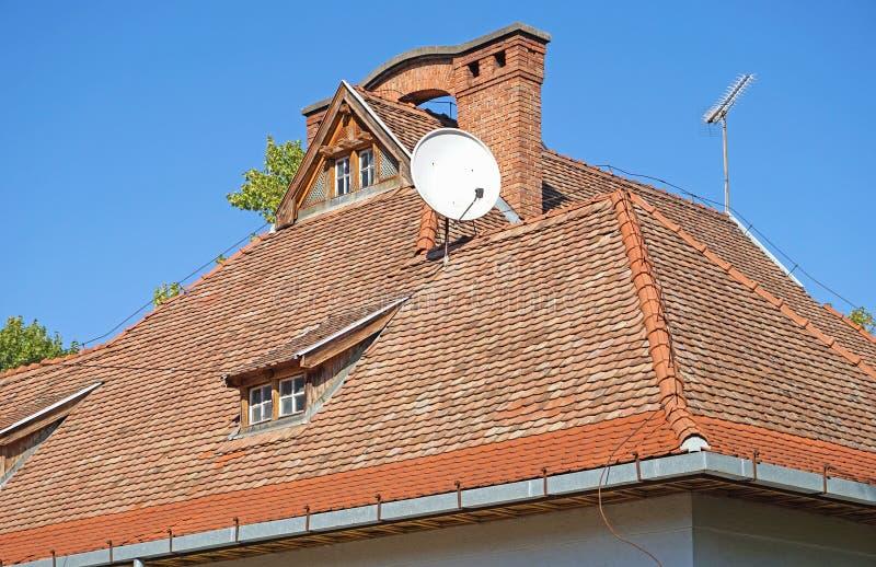Dach stary budynek z antenami fotografia royalty free