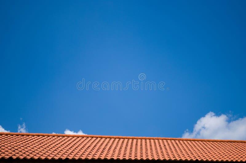 Dach und Himmel stockfoto