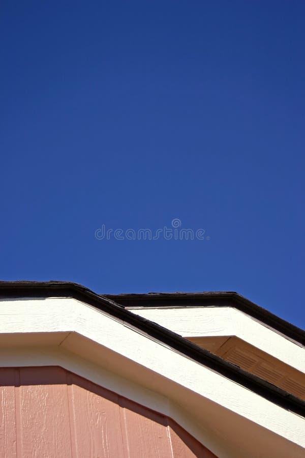 Dach und Himmel stockbild