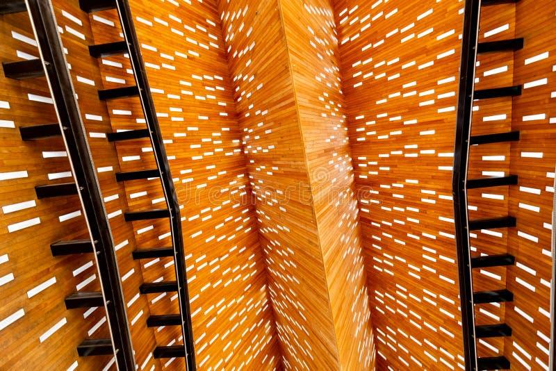 Dach von innen der modernen Markthalle im Herrn in Belgien stockfotografie