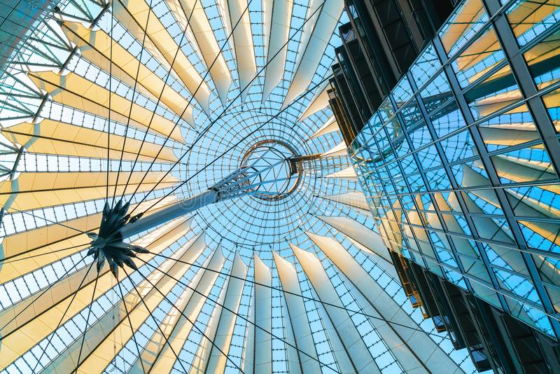 Dach w Sony centrum przy Potsdamer Platz w śródmieściu Berlin zdjęcie royalty free