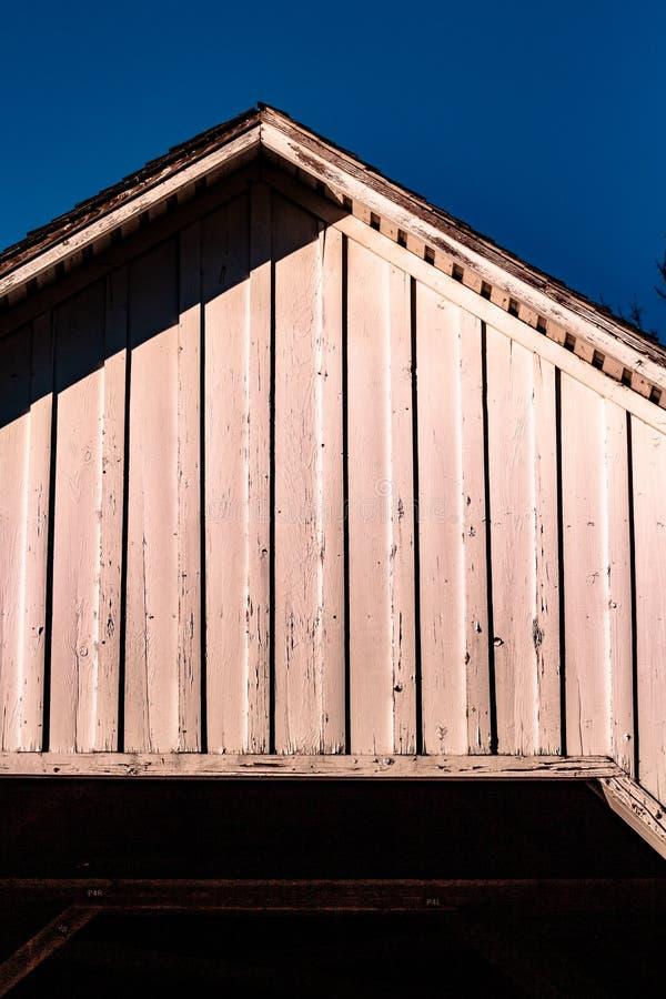 Dach Zakrywający most w Corvallis Oregon zdjęcie royalty free