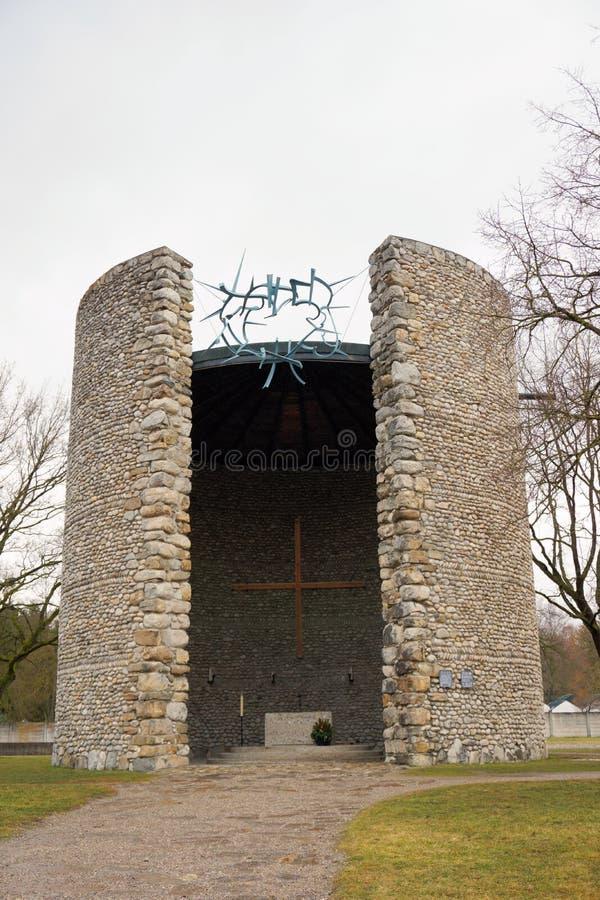 Dachau, верхняя Бавария/Германия - март 2018: Католическая смертная агония часовни Христоса на мемориале концентрационного лагеря стоковая фотография