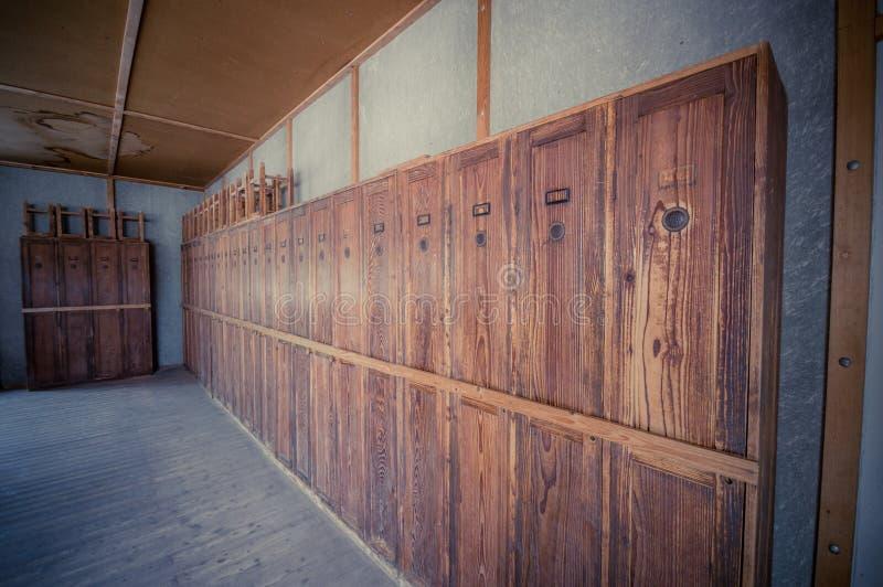 Dachau, Deutschland - 30. Juli 2015: Persönliche Schließfachinnerekasernen, damit Gefangene privates Eigentum, noch herein speich stockbilder