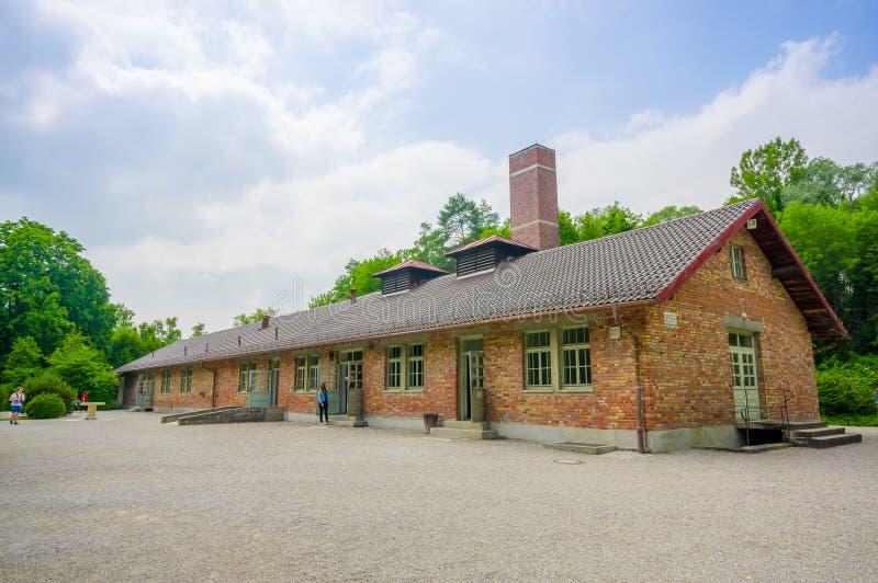 Dachau Niemcy, Lipiec, - 30, 2015: Crematorium budynek przy koncentracyjnym obozem, ceglana budowa z wielkim kominem fotografia stock