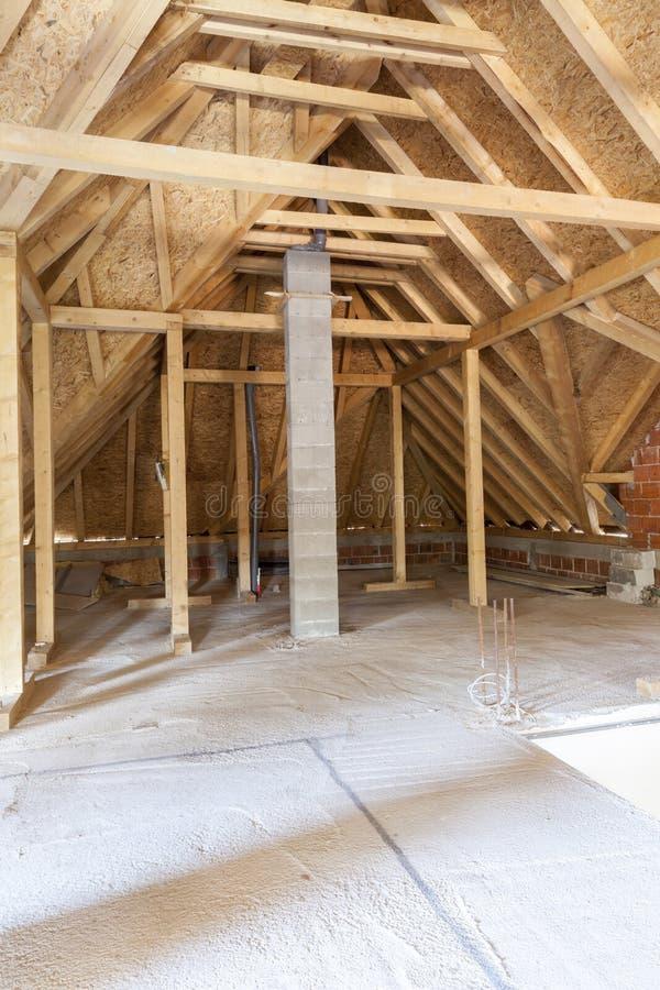 Dachboden im Bau lizenzfreies stockbild