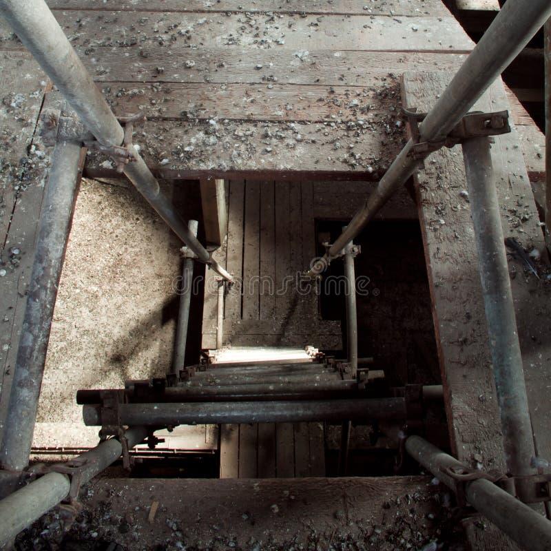 Dachboden mit Strichleiter stockfotografie