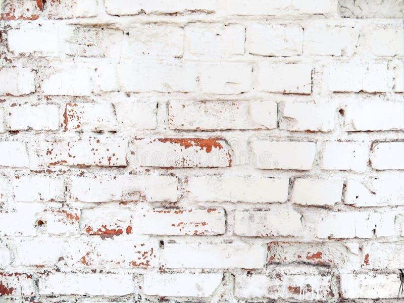 Dachboden redete Weiß gemalte alte Backsteinmauer an stockfotos