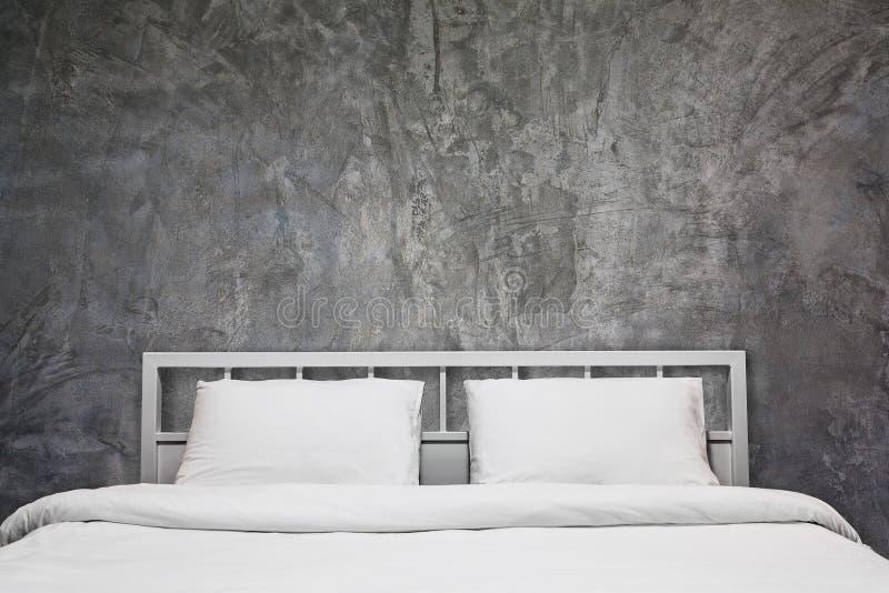 Dachbodenschlafzimmer lizenzfreies stockbild