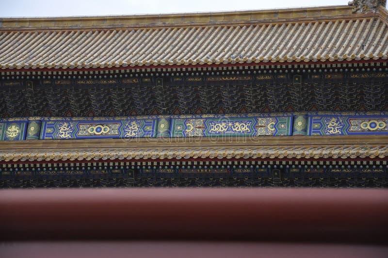 Dachmalereientwurf des Mittagstors im Palast-Museum von der Verbotenen Stadt in Peking stockbilder