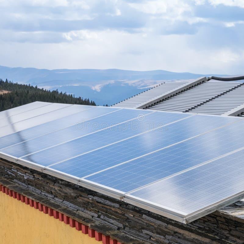 Dachowa energia słoneczna obraz royalty free
