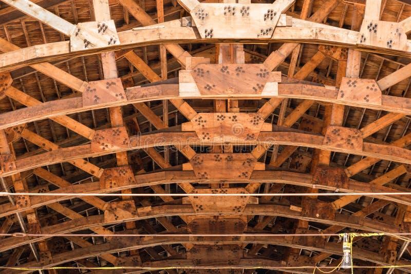 Dachowa rama i sufit - Architektoniczny tło obrazy royalty free