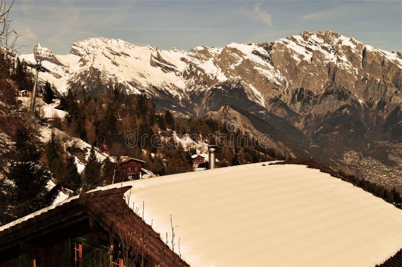 Dachowi i Szwajcarscy Alps obraz stock