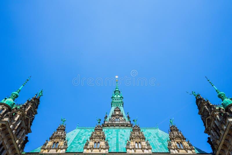 Dachowy kształta widok piękny sławny Hamburski urząd miasta w Altstadt ćwiartce, Hamburg, Niemcy zdjęcie stock