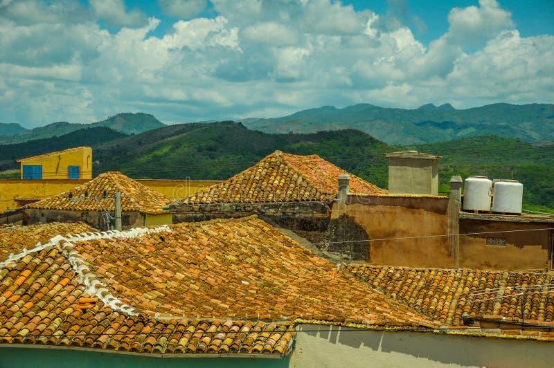 Dachowy odgórny widok nad kolonistów domami w Trinidad, Kuba zdjęcia stock