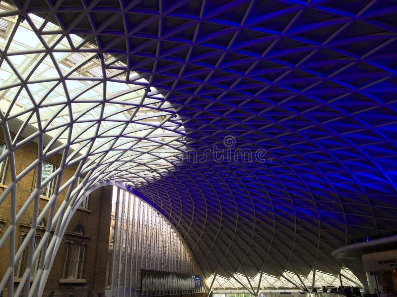 Dachspitze internationaler Bahnstation London Piccadilly stockfotos